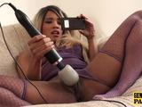 Pissfetish britsh sub peeing in her knickers